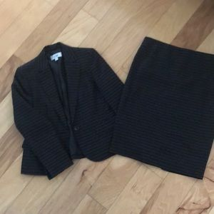 2pc Le Suit One button blazer and skirt